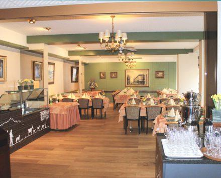 Hotelrestaurant mit Vorhalle