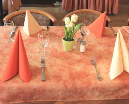 Hotelretaurant mit 4er Tisch
