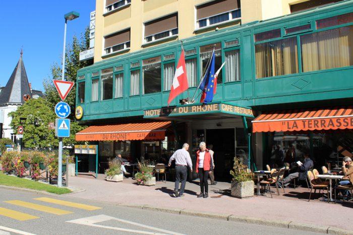 Hoteleingang vom ***Hotel Alpes & Rhône.
